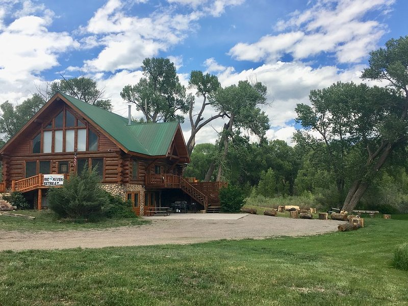 ON THE RIVER! Now booking winter 2021! 18 miles to Wolf Creek Ski Area!, vacation rental in South Fork