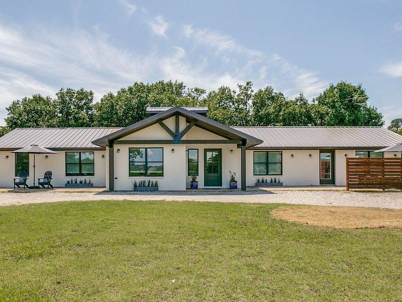 Recently Remodeled Home near Lake Lewisville & The Olana, aluguéis de temporada em Copper Canyon