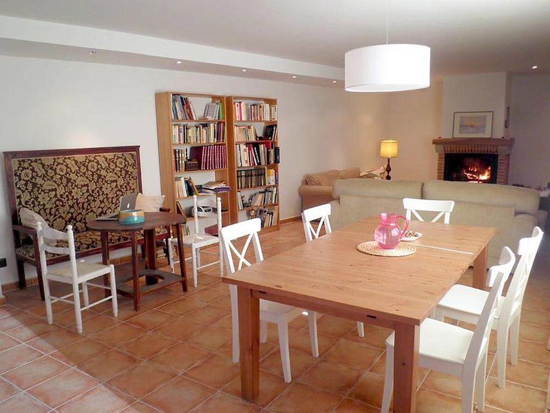 CASA DE ATIENZA (Ideal Familias/Grupos Amigos-11 personas)., vacation rental in Mirabueno
