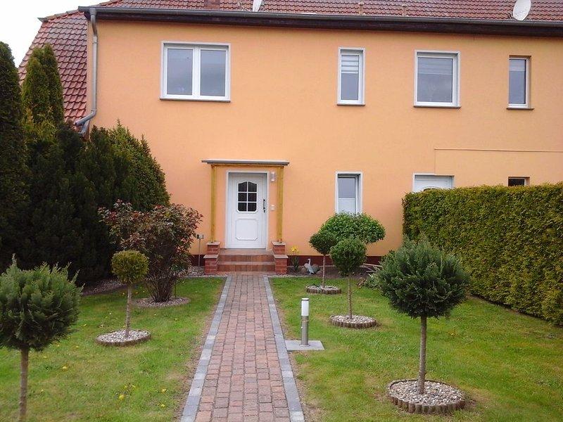 Ferienwohnung 100qm    Wohn u. Essbereich  3 Doppelbett  Schlafzimmer Küche Bad, holiday rental in Zussow