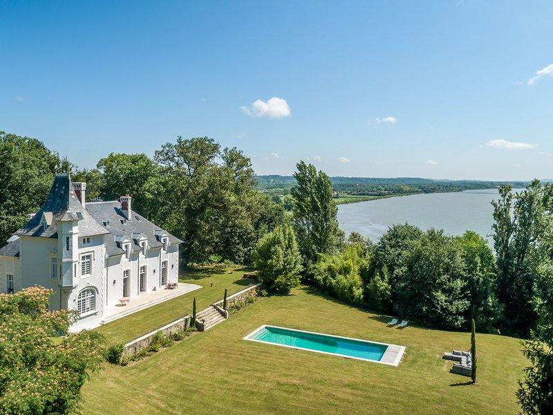 Magnifique Chateau 17ieme entierement renove, parc prive, piscine chauffee, luxe, vacation rental in Bayonne