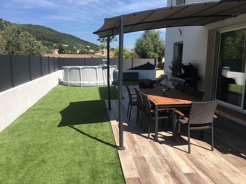 Villa T5 avec terrain de boules jacuzzi et piscine hors sol, location de vacances à Évenos