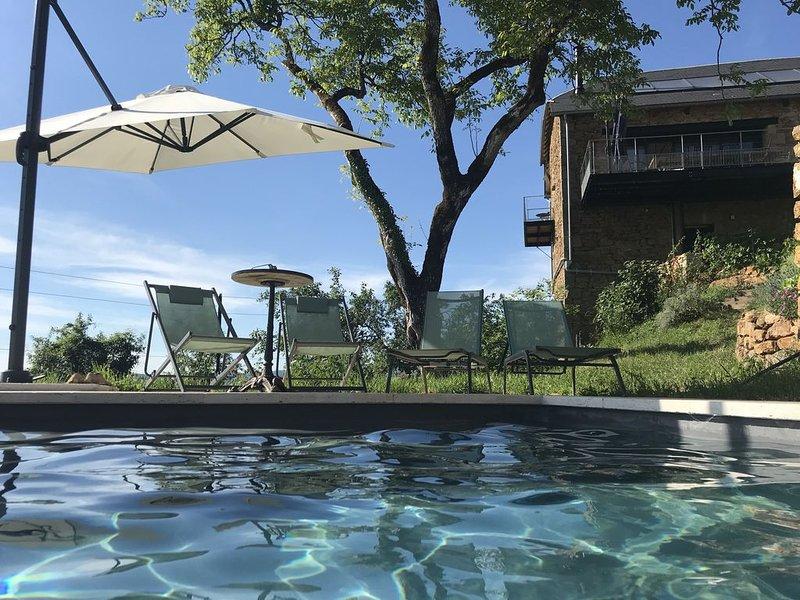 Gite avec piscine et vue magnifique, restauré en 2019, holiday rental in Le Bourg