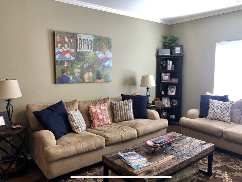 Perfect Condo with Garage & View of Airport, holiday rental in Oxford