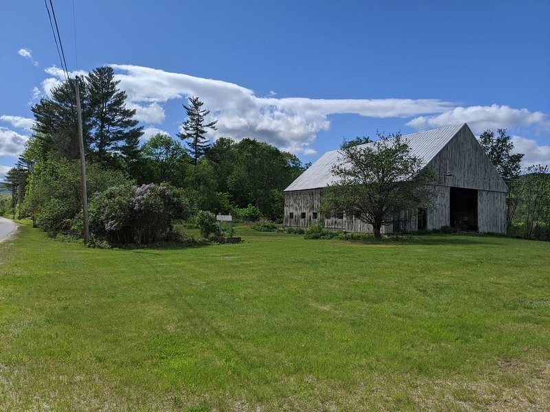 Quintessential New England Farmhouse with mountain views., holiday rental in Woodstock