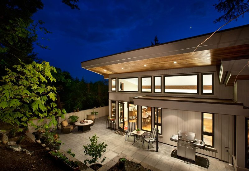 Custom built, bright and open, holiday rental in Bowen Island