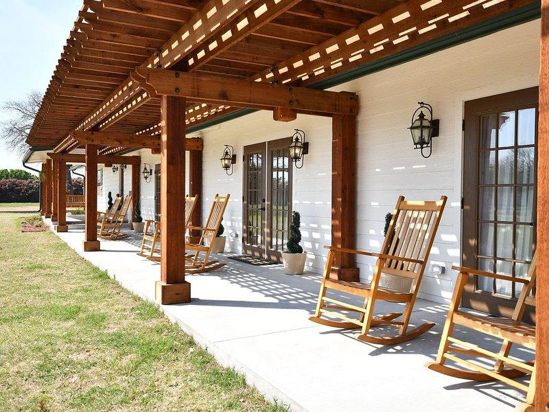 Large Designer Lake Home, alquiler vacacional en Gordonville