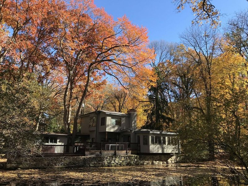 Nature refuge 5min from train to NYC, vacation rental in Stamford