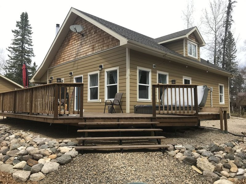 beautiful new cabin with lake access, vacation rental in Manitoba