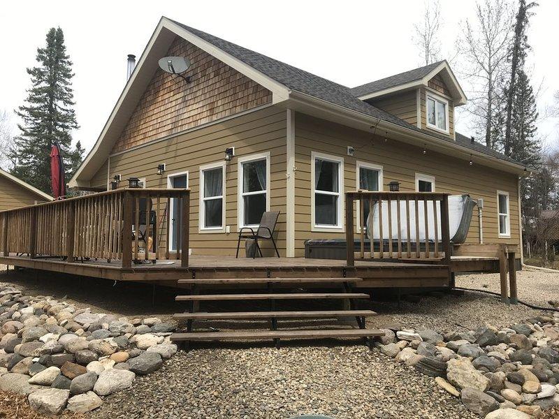 beautiful new cabin with lake access, casa vacanza a Manitoba
