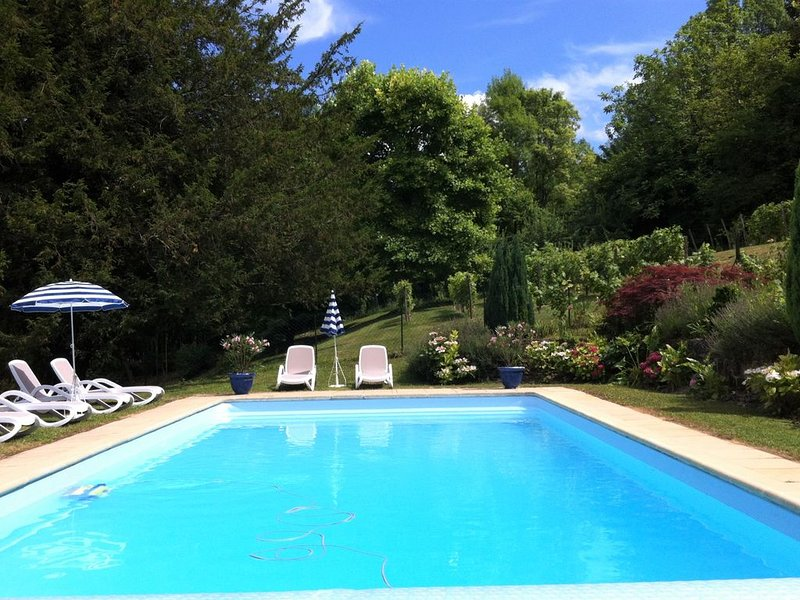 The Old Horse Stables, Chateau de Beaulieu - this gite dates back to 1727., vacation rental in Breze