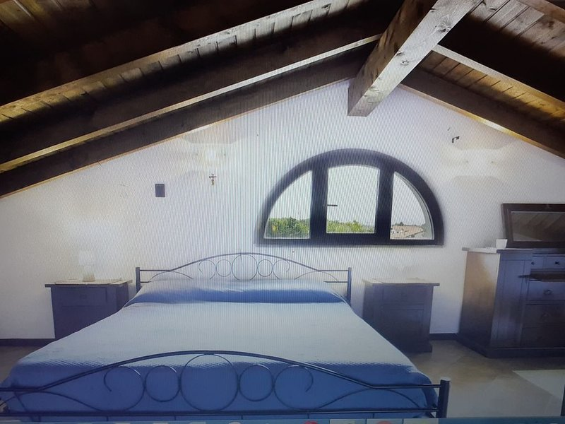 Lovely villa with  jacuzzi and Sauna Finlandese near Lago Maggiore, vakantiewoning in Bellinzago Novarese