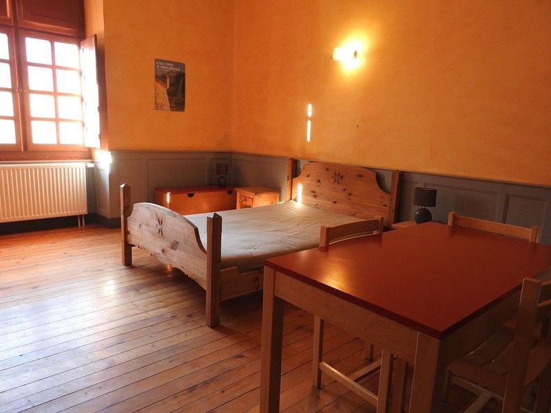 Pavillon des Officiers : studio de 1 à 2 pers. au coeur du Fort de Mont-Dauphin, holiday rental in Champcella