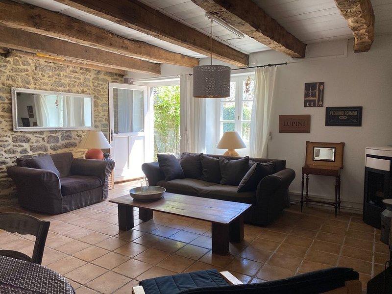 Maison de charme en pierres en bord de Rance, holiday rental in La Vicomte-sur-Rance