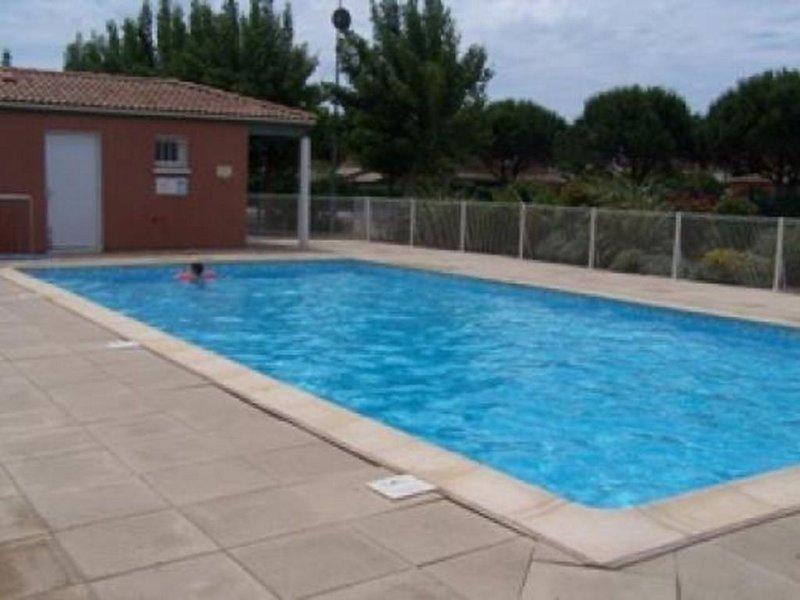 Maison 6 pers dans résidence avec piscine à 200m de la plage, holiday rental in Vendres