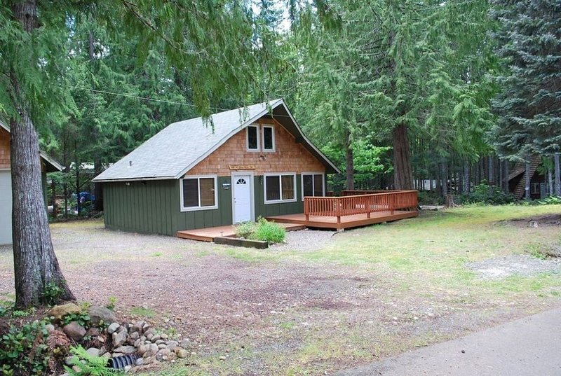 Lake Cushman Cabin with Private Access to Lake & Park, location de vacances à Union