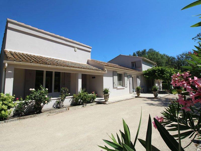 Villa Saint Rémy de Provence avec vue sur les Alpilles, vacation rental in Molleges