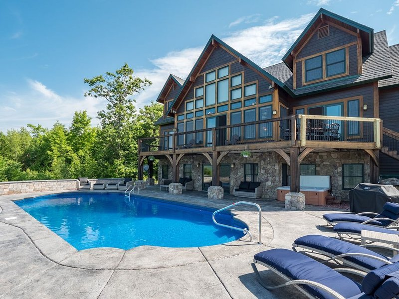 Sunday River Home w/ Ski Mtn views, Pool, Hot Tub, Billiards, Garage, holiday rental in Hanover