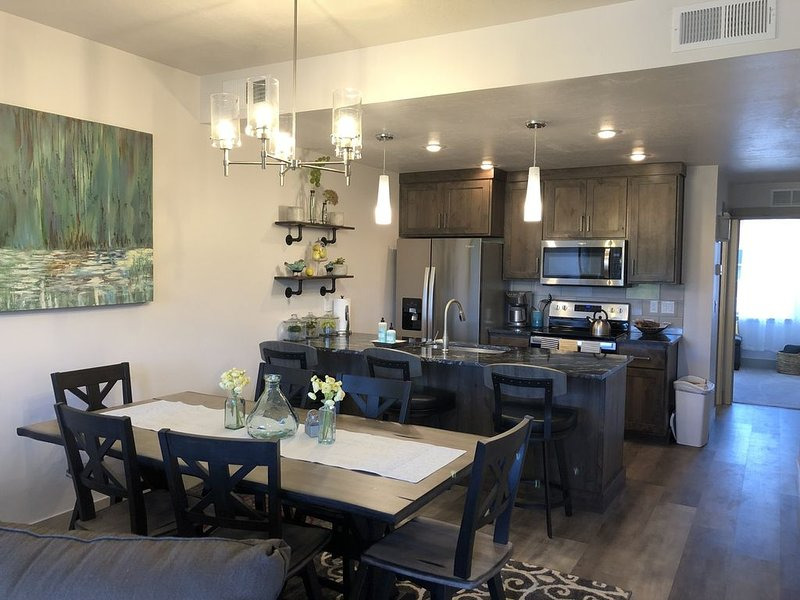 Modern, spacious townhome close to town!, holiday rental in New Meadows