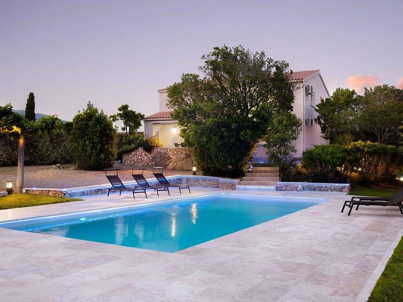 Villa Grand Standing Trés Bonne Sit Proche CentreVille Plages+Montagne, vacation rental in Porto-Vecchio