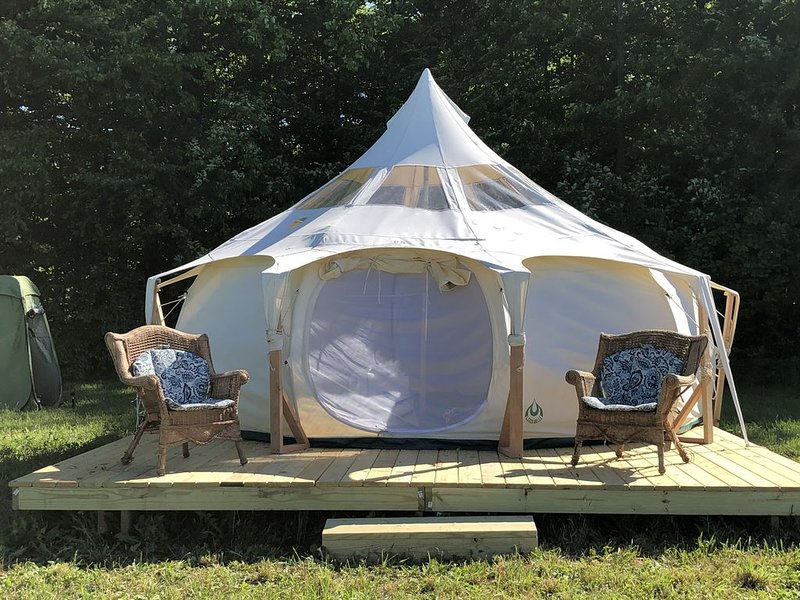 Lulabelle Glamour Tent for quiet space, vacation rental in Glenn