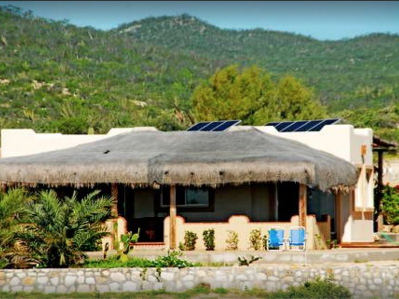 Charming Bungalow on Beachfront Property Near Nine Palms, location de vacances à San Jose Del Cabo
