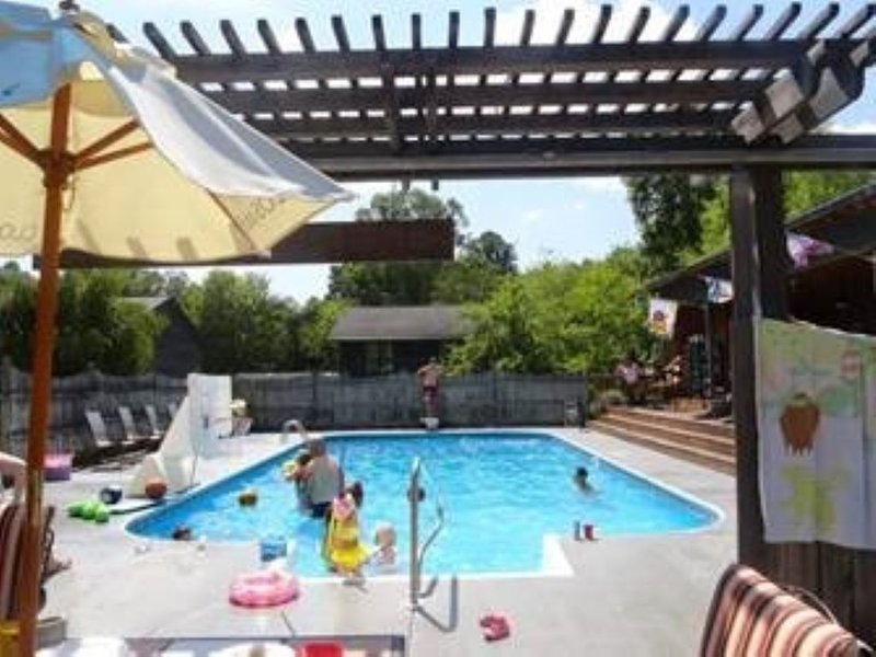 Shady Lane Oasis in Fayetteville, holiday rental in Oak Hill