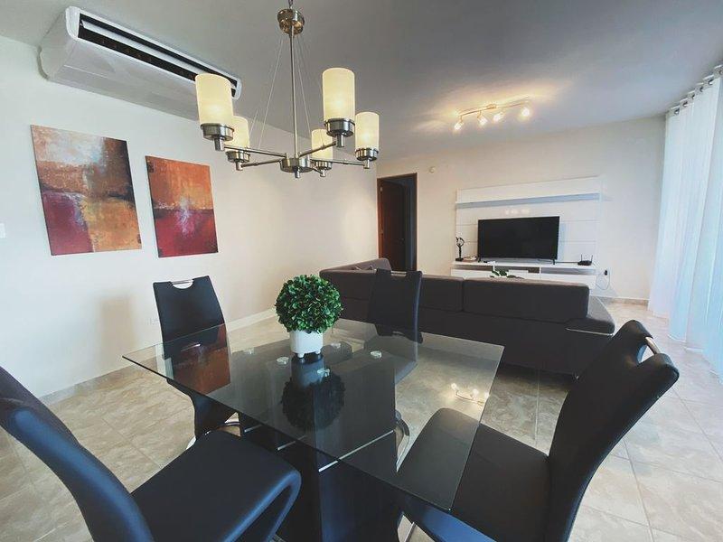 Luxury 2 Bedroom Condo at Solarea Beach Resort, alquiler vacacional en Punta Santiago
