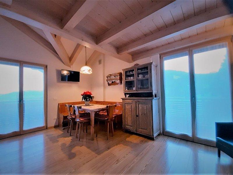 Residenza Tonidandel - Bellissima mansarda panoramica con tre stanze e due bagni, holiday rental in Mezzolombardo