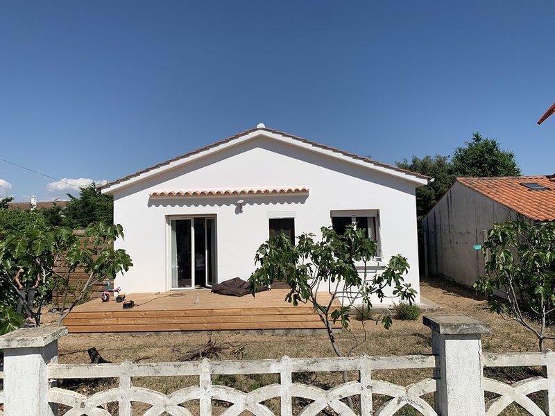 Ensemble de deux maisons séparées par un jardin, holiday rental in Jard-sur-Mer