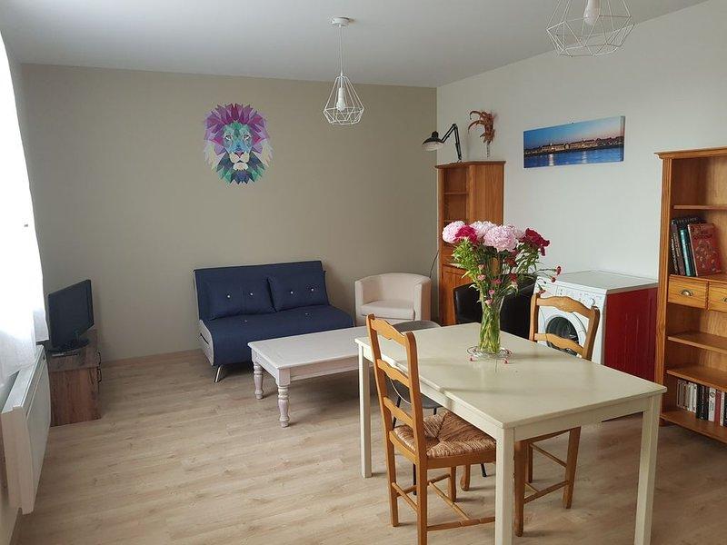 Maison toute équipée proche toutes commodités avec espace vert, holiday rental in Saint-Jean-d'Illac