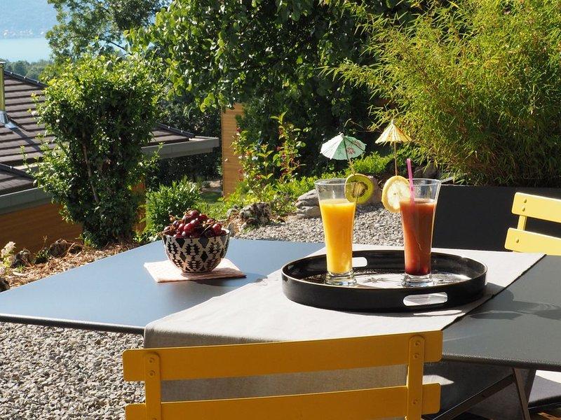 À TALLOIRES charmant gîte indépendant au calme, avec vue lac et montagnes, holiday rental in Echarvines