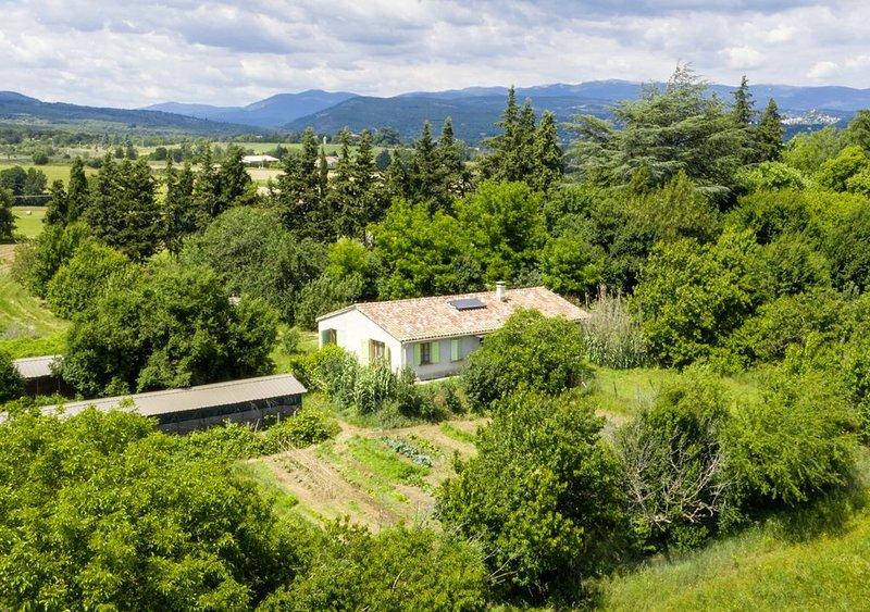 Gîte en Haute Provence, pays de Giono et des étoiles, holiday rental in Mane