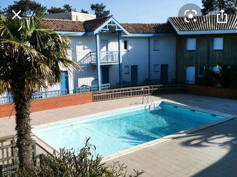 Duplex 5 personnes dans résidence avec piscine-proche des plages et commerces, alquiler vacacional en Cap-Ferret