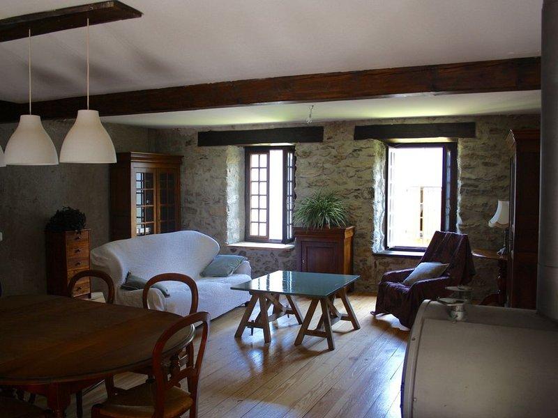 ARIEGE MONTSEGUR Grande maison rénovée en écoconstruction, holiday rental in Les Monts d'Olmes
