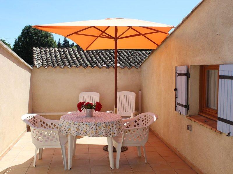 A Colonzelle appartement avec terrasse dans maison de village, proche de Grignan – semesterbostad i Salles-sous-Bois