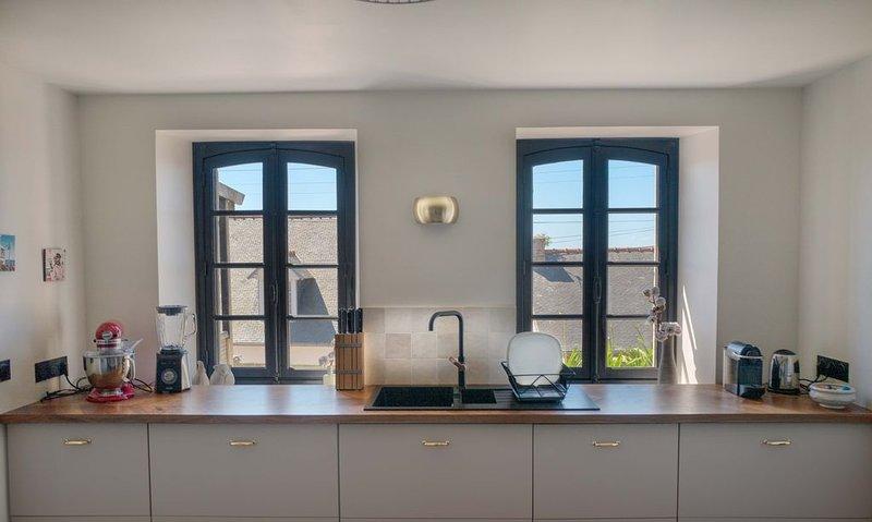 Charmant appartement entièrement rénové avec vue mer, vacation rental in Ile-de-Brehat
