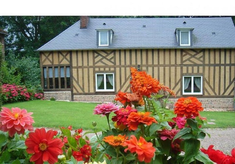 Grand cottage dans le Pays d'Auge, holiday rental in Vendeuvre