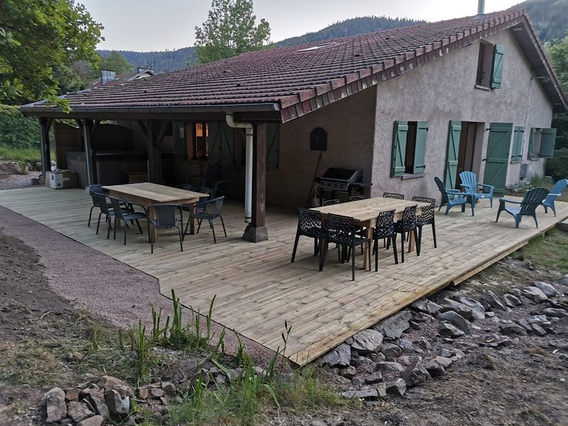 Maison 14 pers SPA JACUZZI SAUNA proche des stations, holiday rental in Plainfaing