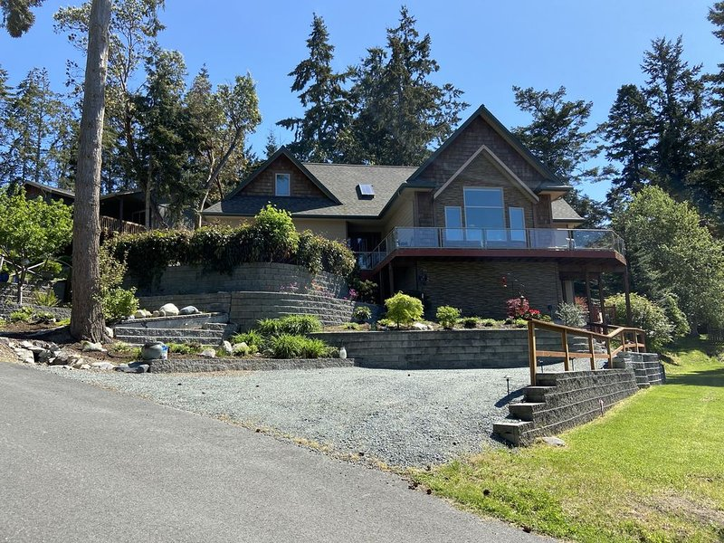 Gorgeous Property with private entry and backyard & pets welcome!, alquiler vacacional en Coupeville