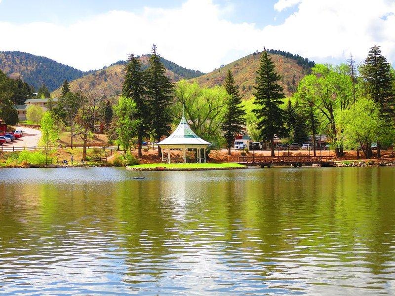 ROCKY MOUNTAIN RETREAT BEAUTIFUL VIEWS GREAT LOCATION 10 MI TO COLORADO SPRINGS, aluguéis de temporada em Chipita Park