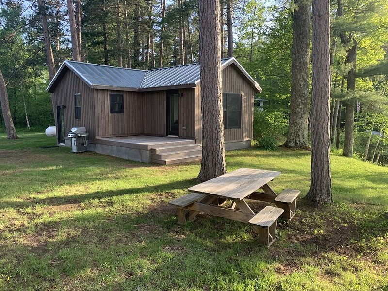 NEWLY RENOVATED Nordic Modern Cabin on Silverthorn Lake in Seeley, WI., alquiler de vacaciones en Hayward