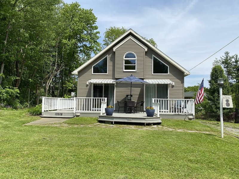 One-of-a Kind Cottage, close to lake, marina and golf, quiet and comfortable, holiday rental in Clarks Mills
