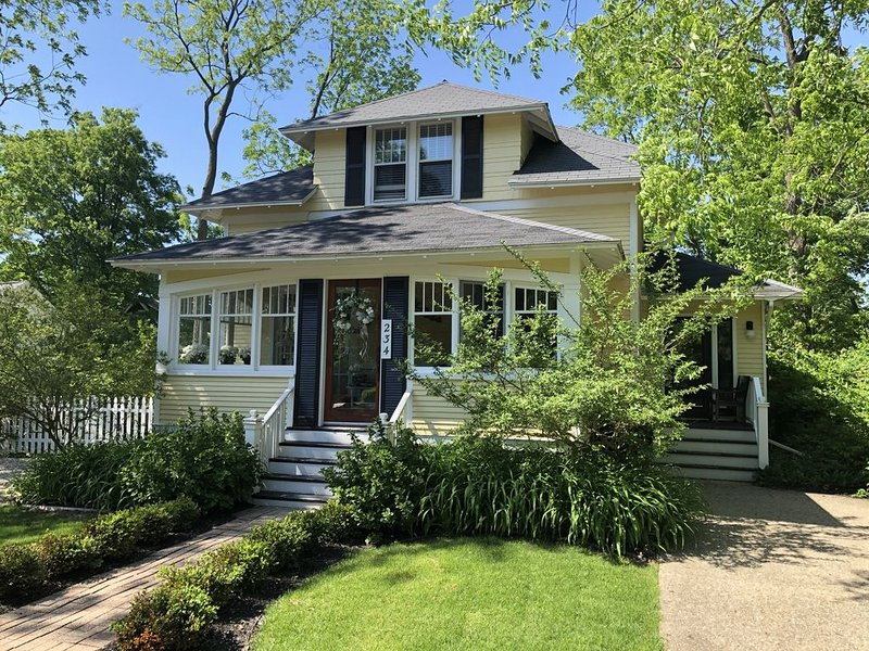 Welcome to Ros Na Cille - Charming 5 Bedroom Home in Downtown Saugatuck, vacation rental in Saugatuck