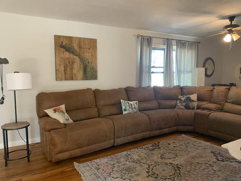 Updated home close to CMU with all the comforts of your own home!, aluguéis de temporada em Clifton