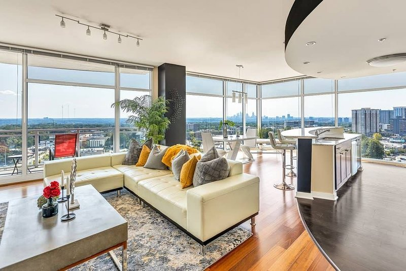 Exquisite Polished Panoramic Buckhead Penthouse-Designed, vacation rental in Brookhaven