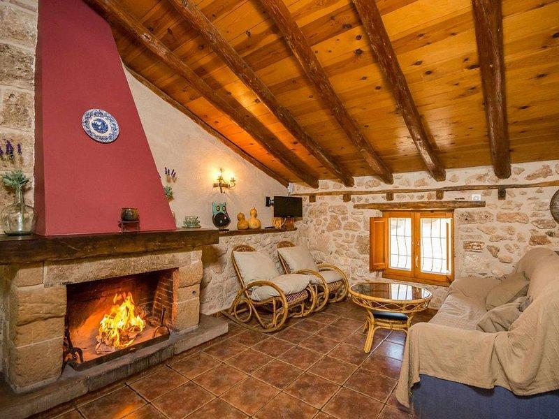 Casa Ana III. Apartamento rústico de tres habitaciones con terraza, casa vacanza a Province of Teruel