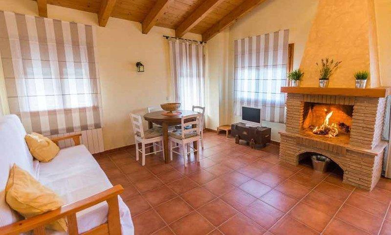 Lo Tossal I. Ático con terrza y chimenea con 2 habitaciones, holiday rental in Corachar