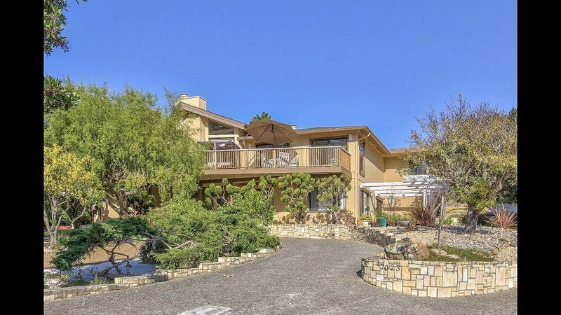 Beautiful and Sunny Carmel Guest House, holiday rental in Big Sur