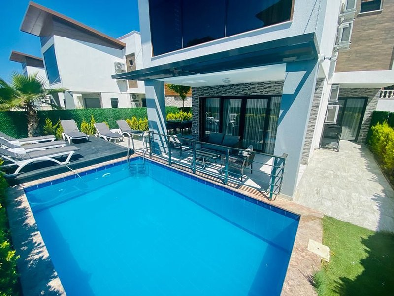 luxury villa Ada Marin 4 bed with private pool☀️, holiday rental in Kusadasi